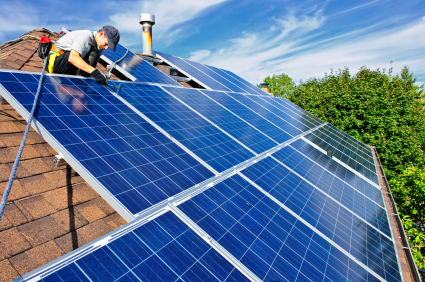 Solarpanels_withworkers